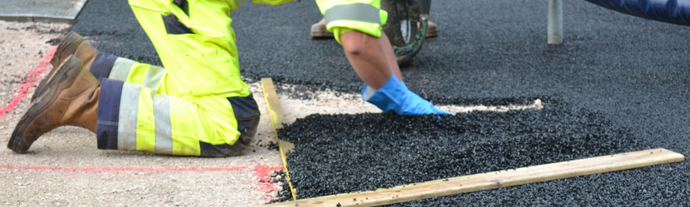 Men-installing-wet-pour-safety-surfacing