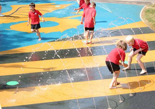 Wet-pour-surfacing-on-splash-pad